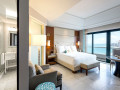Tower guestroom with ocean view bathroom